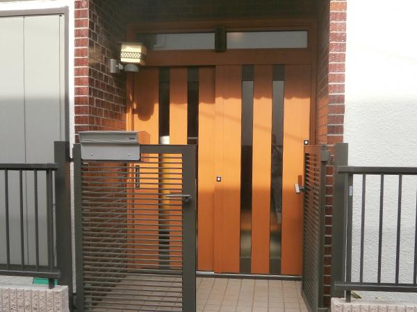 玄関引戸カバー工法(施工後)