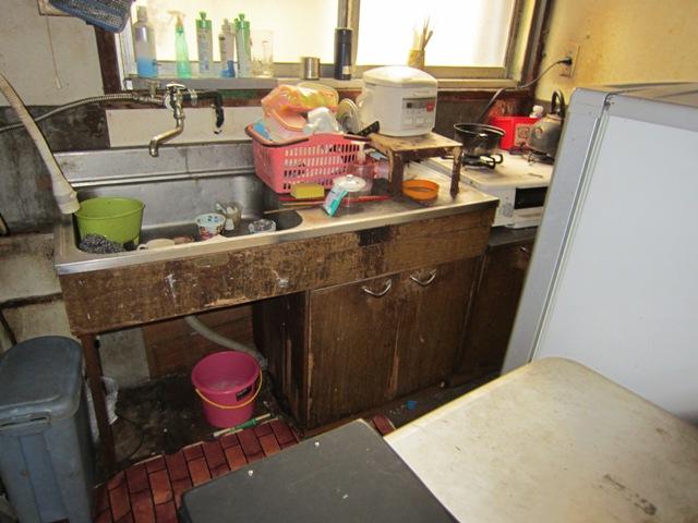 アパートのリフォーム(施工前)キッチン