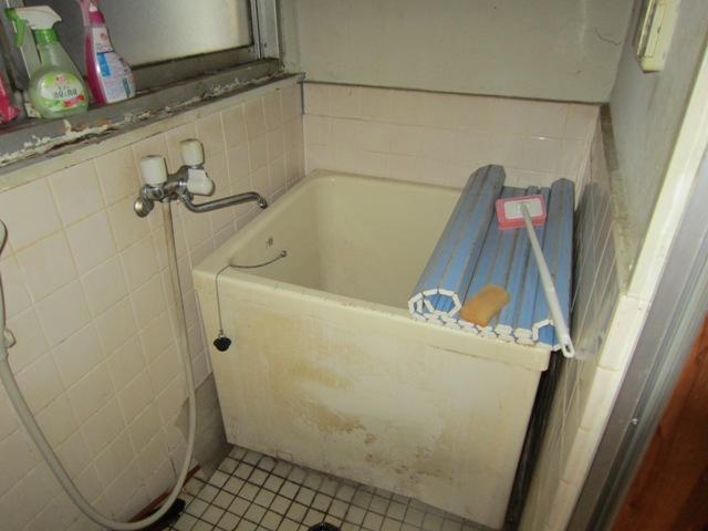 アパートのリフォーム(施工前)浴室